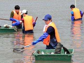 赤野井湾の湖底ゴミ清掃