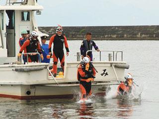 彦根港で行われた水難救助訓練