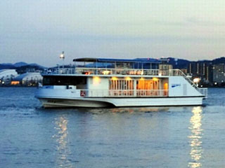 船上ビアガーデンの会場となる琵琶湖汽船のメグミ