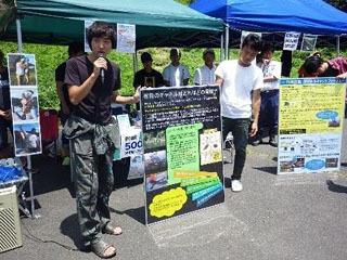 近大生によるアメリカナマズ釣り大会での啓発活動