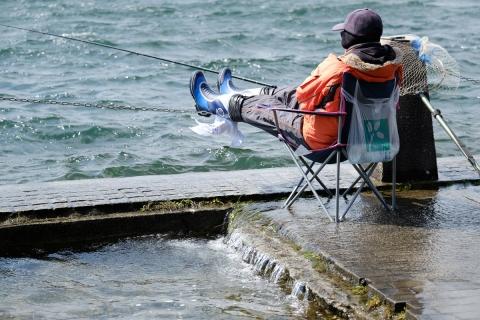 05芦ノ湖の釣り人2