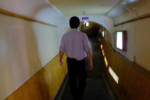 16旅館トンネル廊下