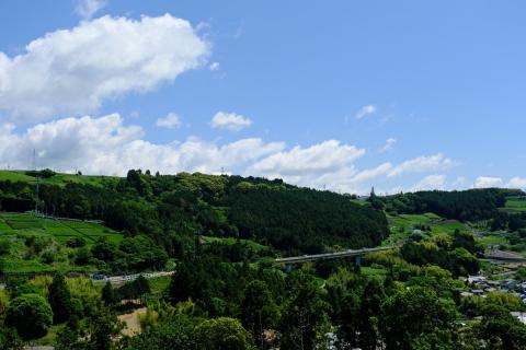 17菊川から東名を見晴らす