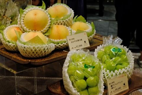 17高価な桃とブドウ