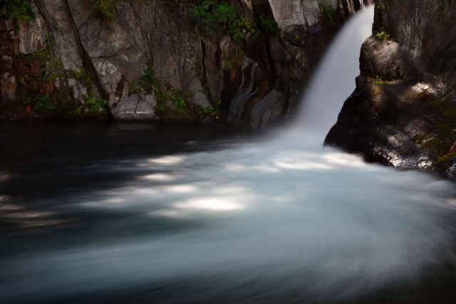 秘境の滝(1)