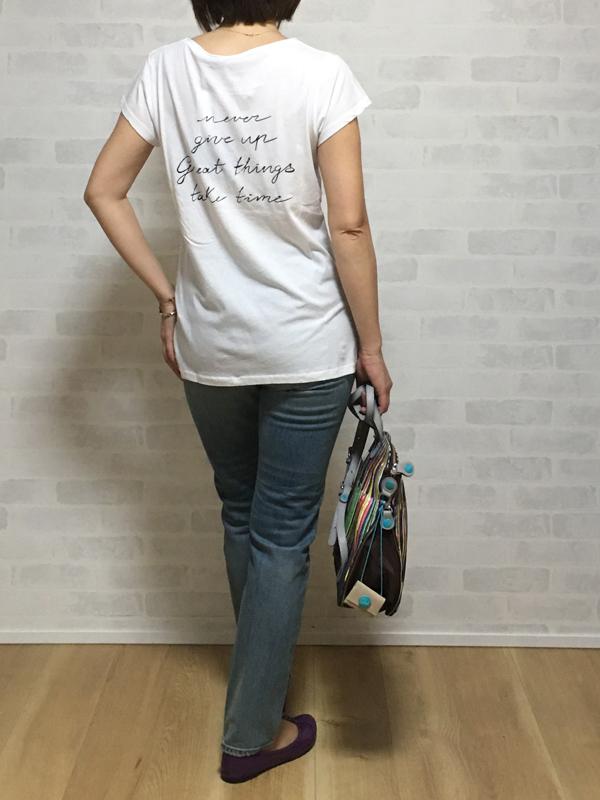 19-70の花刺繍のTシャツ