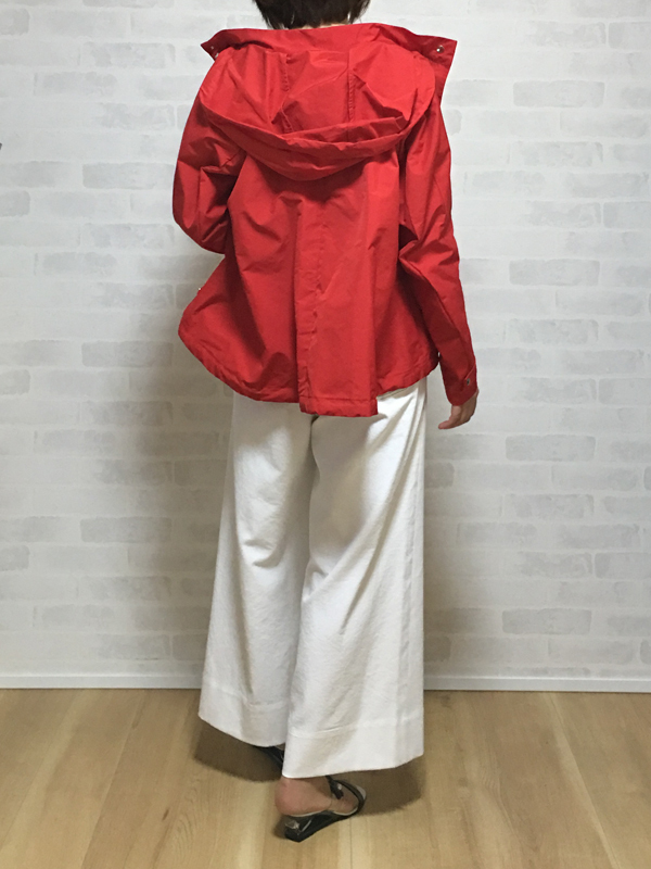 19-70の赤のフード付きジップアップジャケット