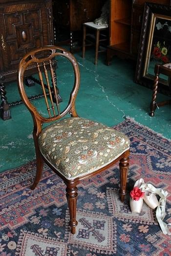 イギリスアンティーク家具 ビクトリアンチェア