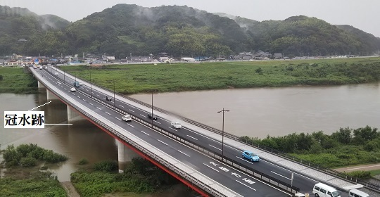 木津川と橋脚