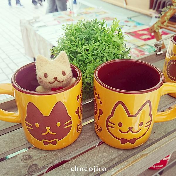 マグカップ[なにたべよっか♪]黄色×チョコレート×ねこ_ちょこじろー