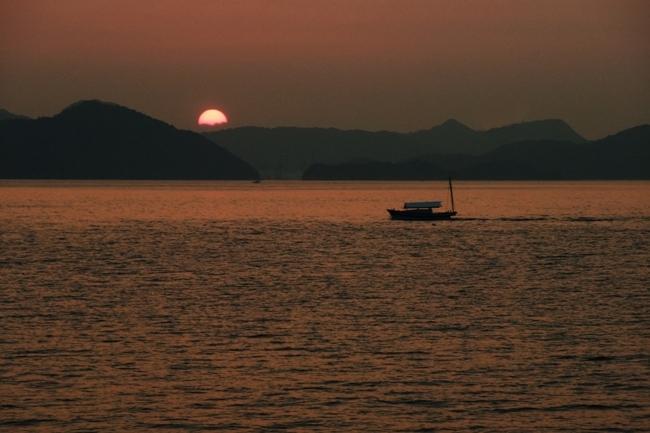 瀬戸内海の日の出 (1)