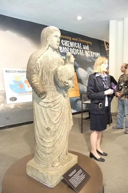 子羊を抱いたマリア像