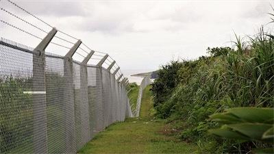金網できた伊江島の万里の長城Dg7cvQ-VAAAIOi2