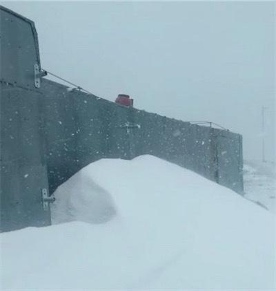 7月の雪に埋もれたイタリアのドロマイトのピークD792F873_7958_4510_B979_339782