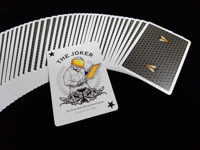 Honeybee V2 Playing Cards Black (4)