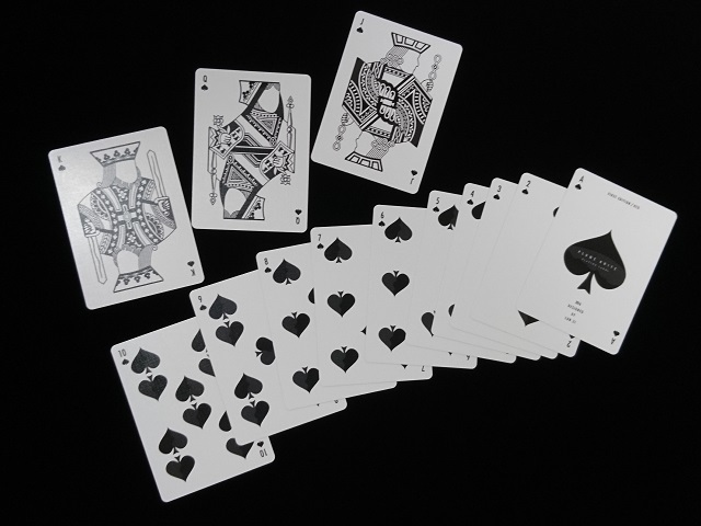 Plume Knife Playing Card Red (7)