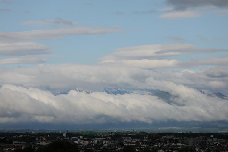 雲が降りた朝 61080001署名入りedited
