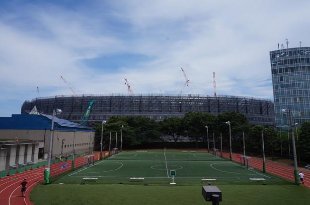 青空と建設現場