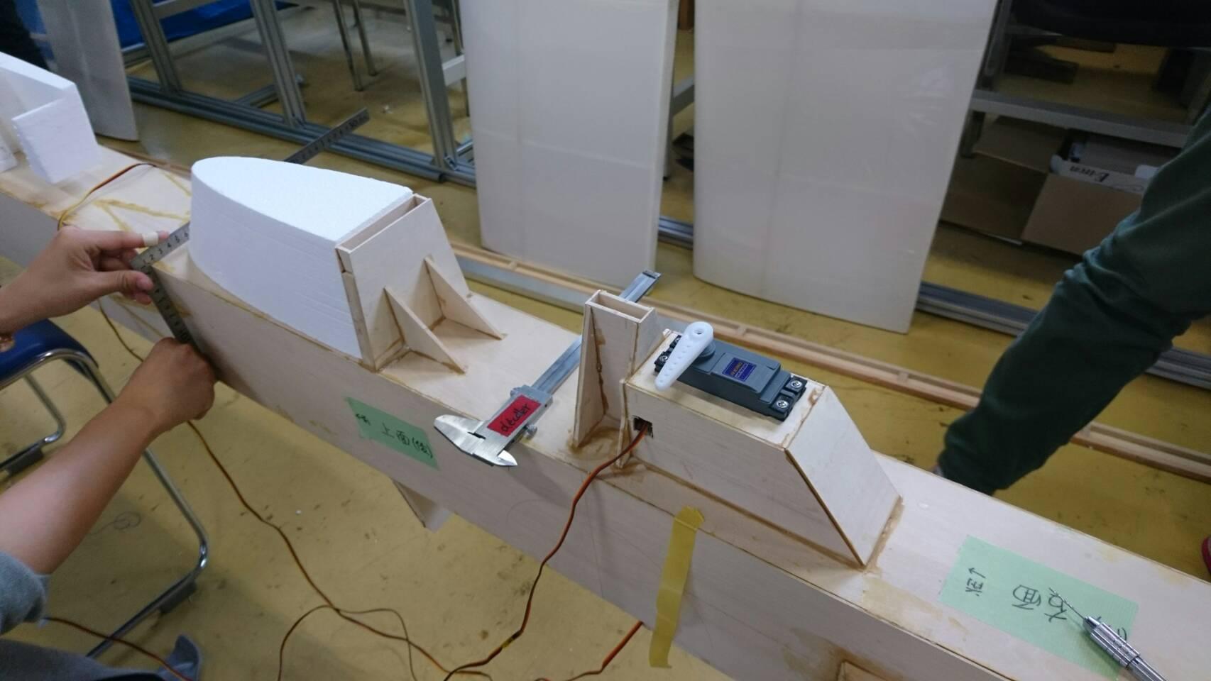 水平尾翼の土台の組み上げ