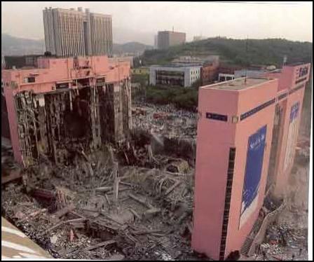 ▼1995年6月 三豊デパート倒壊▼