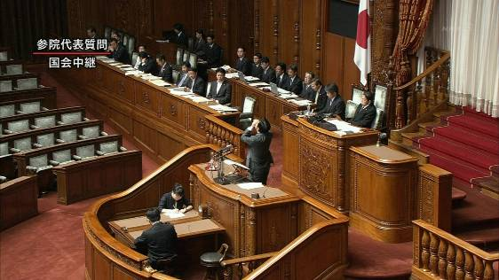 参院本会議で答弁中に咳き込み、水を飲む野田佳彦首相=2011年9月15日午前、国会・参院本会議場(酒巻俊介撮影)朝鮮飲み