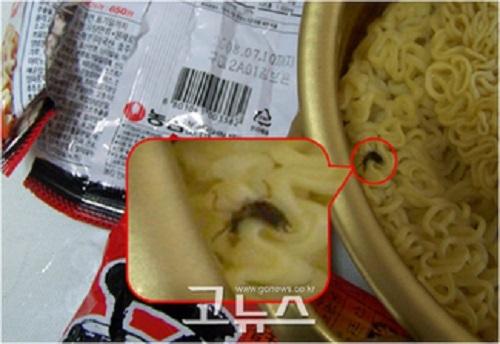 2008年6月20日、消費者から辛ラーメンに約13ミリの大きさのクロゴキブリが混入されていることが報告された。