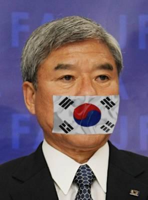 しかし、韓国に何らかの弱み(金?女?)を握られていた日本サッカー協会(JFA)は、韓国代表の奇誠庸(キ・ソンヨン)や韓国に対して何の制裁も抗議もしなかった。