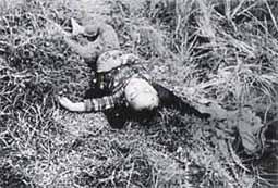 殺害された子供(J・ボーンアメリカ海兵隊伍長撮影撮影)
