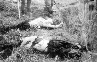 至近距離から撃たれ前頭部を吹き飛ばされた2名の妊婦(J・ボーンアメリカ海兵隊伍長撮影)