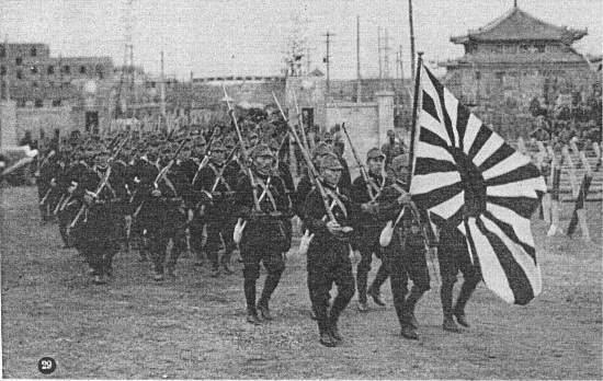 日の丸や「御国御霊」は全て侵略戦争の旗や言葉。インテリのボーカル野田氏が知らない筈がない。