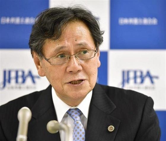 日弁連の菊地裕太郎会長は6日、松本智津夫死刑囚らの刑執行に「7人のうち6人は再審請求中で、心神喪失の疑いのある者も含まれている。国家による重大な人権侵害に強く抗議し、死刑制度を廃止するよう求める」