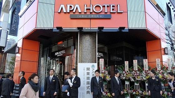 新規開業した「アパホテル 東新宿 歌舞伎町東」。周辺にはすでに4つのアパホテルが存在するが、2020年までに新宿周辺で9軒まで拡大する計画だ(記者撮影)