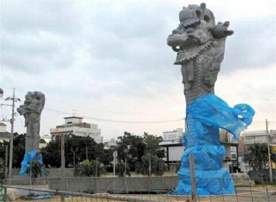 """沖縄に""""中国属国の象徴""""である龍柱が完成  翁長知事が計画し、費用3億、中国業者に発注、中国の石材を使用"""