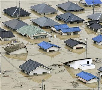 """屋根近くまで水に漬かった岡山県倉敷市の住宅=7日豪雨に異常高温…日本の被害を喜ぶ韓国の""""さもしい国民性"""" 東日本大震災時、韓国の好意を裏切った!?"""