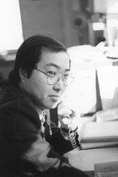 端本が坂本堤弁護士に馬乗りになり、岡崎が絞殺、新実が坂本弁護士の奥さん(当時29歳)を絞殺、中川が坂本弁護士の長男(当時1歳)の口をふさいで殺害した。