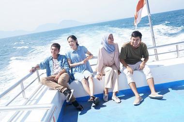 『海を駆ける』 左からアディパティ・ドルケン、阿部純子、セカール・サリ、太賀の4人。