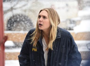『ウインド・リバー』 FBIのジェーン(エリザベス・オルセン)はこの土地の寒さも知らずに軽装で現れるのだが……。