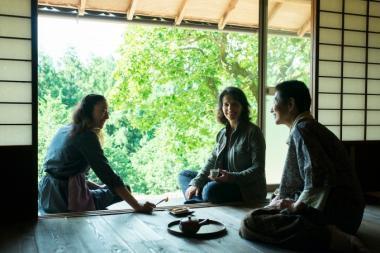 河瀨直美 『Vision ビジョン』 ジュリエット・ビノシュ演じるジャンヌは、アキ(夏木マリ)に植物の話を聞くと……。