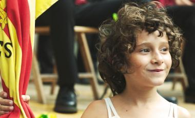 カルラ・シモン 『悲しみに、こんにちは』 フリダ(ライア・アルティガス)は6歳で両親を亡くす。