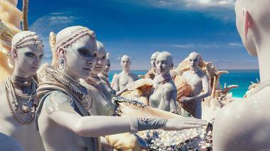 『ヴァレリアン 千の惑星の救世主』 パール人の惑星の場面は究極のリゾート地みたいな風景が広がっている。