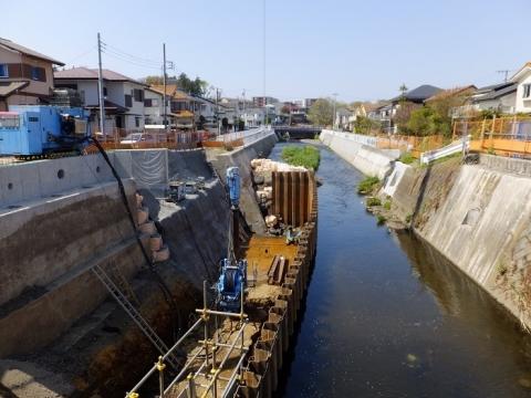 蓼川の架け替え工事中の蓼中橋