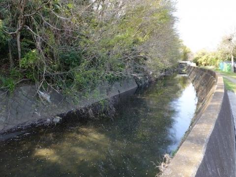 新幹線上流の比留川