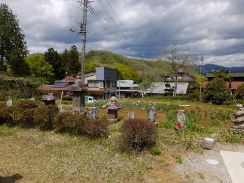 馬本生活改善センター(旧向龍寺観音堂)の石像群