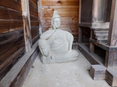 御霊神社の如意輪観音像