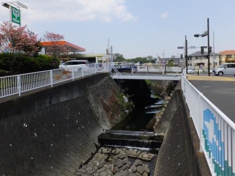 比留川に架かる観音橋