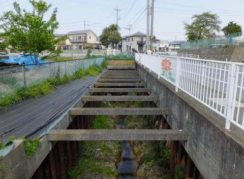 代官橋より比留川上流を望む