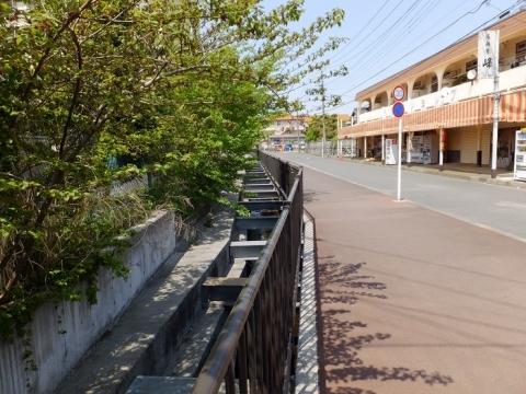 比留川・県営寺尾団地中橋