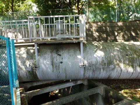 目黒川を渡る水管橋