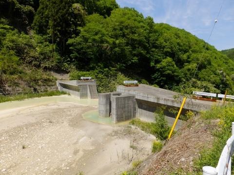 湯川貯砂ダム