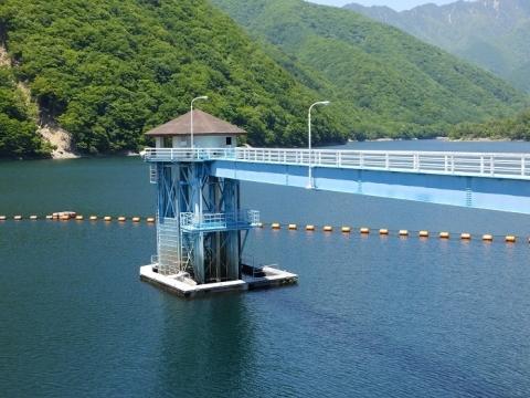 広瀬湖の取水塔